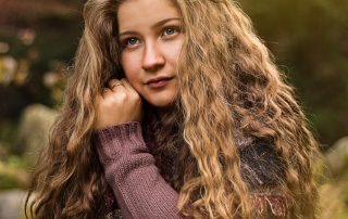 Porträt von Milena Andree; lange gewellte Haare
